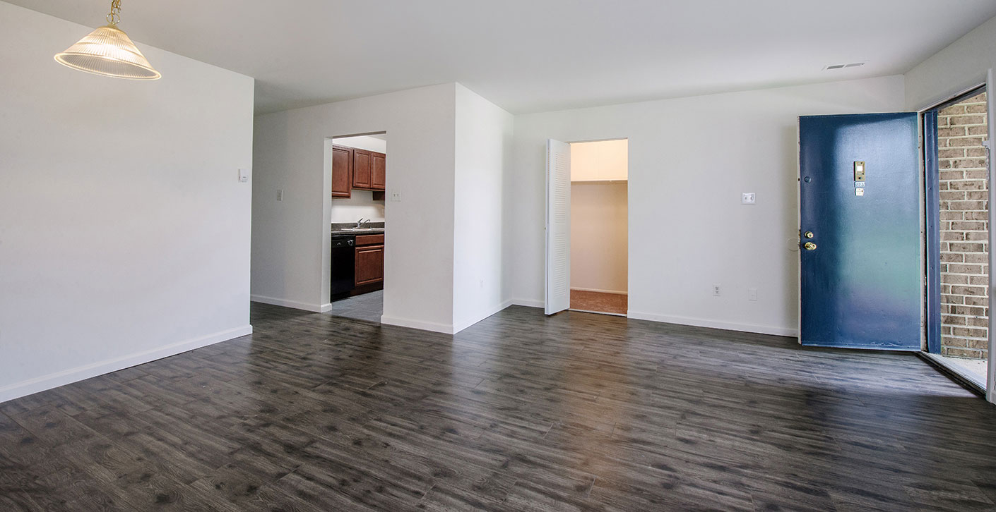 Oxford Realty Group Longmeadow Apartments